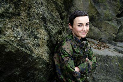 Kapteeni Puolakka juoksee mieluummin kuin marssii – Puolustusvoimissa nainen ei enää ole outo lintu korkeissakaan sotilasviroissa