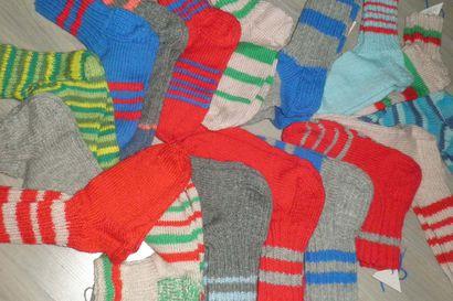 Kestilän kappeliseurakunta osti joululounasrahoilla villasukkalankoja – valmiita sukkia toimitettu jo Pihlajistoon ja kudotaan kotihoitoon