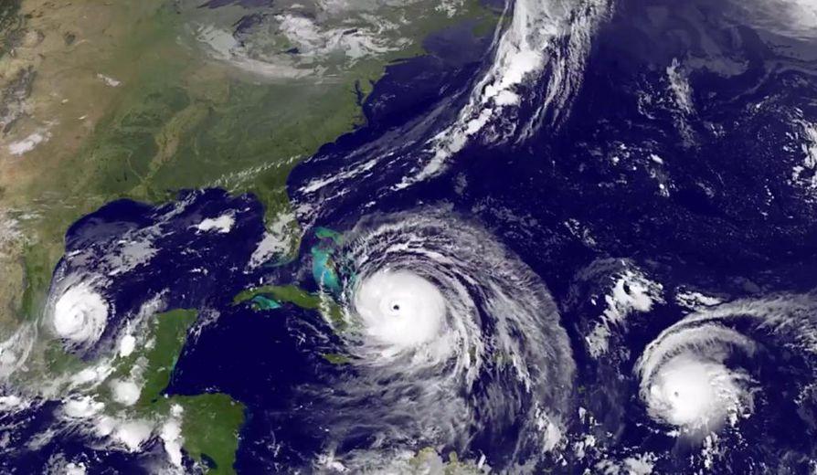 Hurrikaanit näkyvät peräkkäisinä pyörteinä tutkakuvassa.