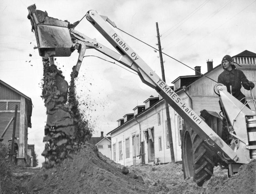 Temmes-kaivurista oli suuri apu myös maanrakennustyössä.