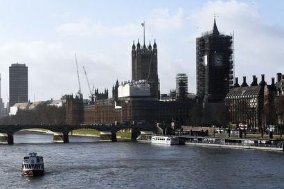 Reuters: Poliisin mukaan Lontoon puukotukset ovat terrori-isku – Useita ihmisiä puukotettu, tekijäksi epäilty mies on kuollut