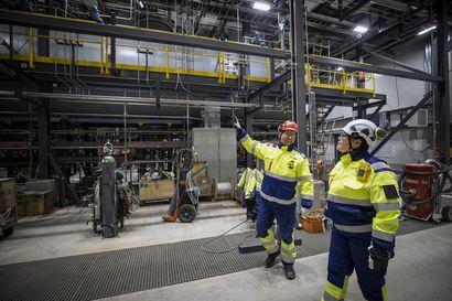 Stora Enson entiset paperintekijät aloittavat pian akkukemikaalien valmistuksen Sotkamossa – Terrafamelle on siirtynyt jo 35 Oulun paperitehtaan entistä työntekijää