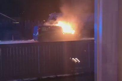 Pakettiauto paloi Pattijoella