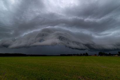 Haapavetinen Jari Ylioja bongaa pilviä ja myrskyjä ympäri maailmaa – taivaalle kannattaa katsella nyt, sillä kesä on ukkosten ja valaisevien yöpilvien sesonkia