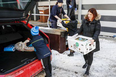 """""""Verkkokaupan kysyntä on monikymmenkertaistunut"""" – Osa ruokakaupoista ottaa epidemian vuoksi käyttöön kotiinkuljetuksen Lapissa"""