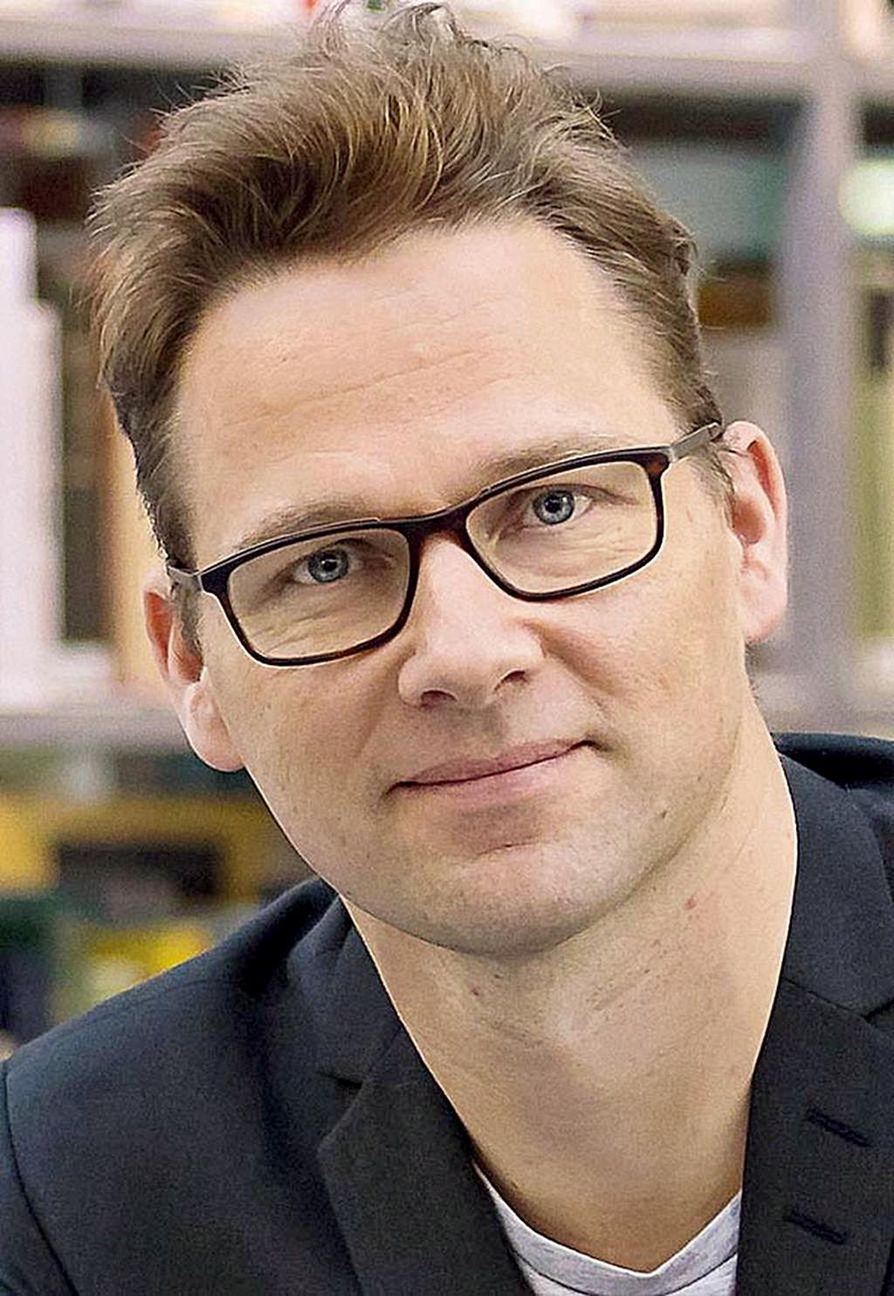 Jouni-Matti Kuukkanen on filosofian professori tieteiden ja aatteiden historian oppiaineessa Oulun yliopistossa.