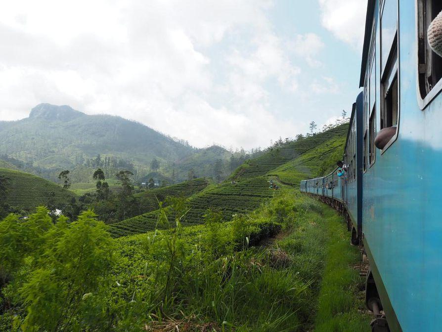 Sri Lankalla junamatkalla Nuwara Eliyasta Kandyyn.
