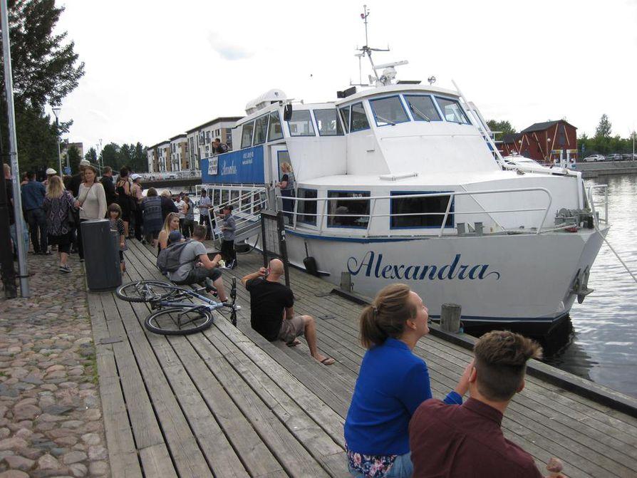 Alexandra-laiva lähdössä Maakinen Martinniemi -risteilylle.