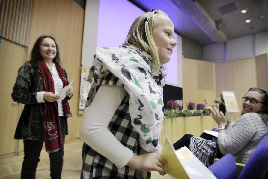 Heikkilänkankaan koulun oppilas Netta Jussila voitti 1.–3. luokkien sarjan Sanoja ja saundeja -lyriikkakilpailussa kirjoituksellaan Tahtoisin löytää timantteja.