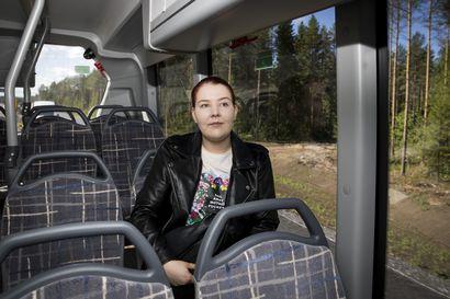 Ammattikorkeakoulun muutto Linnanmaalle herättää huolta jo valmiiksi ruuhkaisten bussien osalta – Oulun joukkoliikenne vastaa haasteeseen lisävuoroilla ja uusilla autoilla