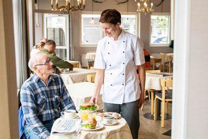 """Rauhallinen aamupalahetki Antinkaapossa - """"Tuoreet tuotteet valmistuvat taitavien leipuriemme käsissä"""""""