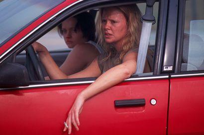 Surullinen elokuva sarjamurhaajasta – suomalaissukuinen Aileen Wuornos tappoi sadisteja, mutta myös hyväsydämisiä miehiä, jotka yrittivät auttaa