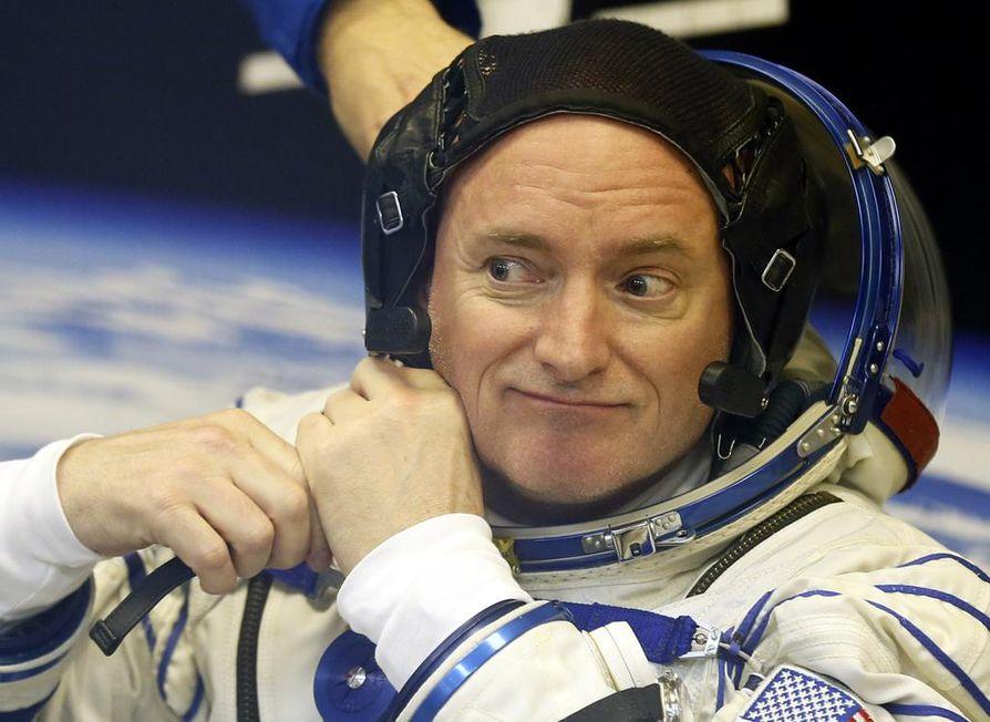 Pitkäaikaisen avaruudessa oleskelun vaikutuksia on tutkittu Yhdysvalloissa vertaamalla astronautti Scott Kellyn (kuvassa) kehon toimintaa hänen maassa olleen kaksosveljensä Markin kehon toimintaan.