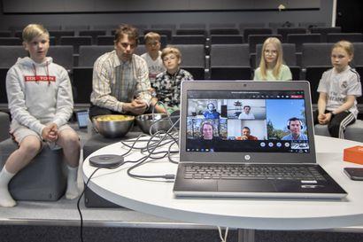 Omat applikaatiot kehiin! Kempeleen nuoret ja lapset oppivat ohjelmointia Microsoftin pilottihankkeessa ja loivat samalla omia kännykkäsovelluksia