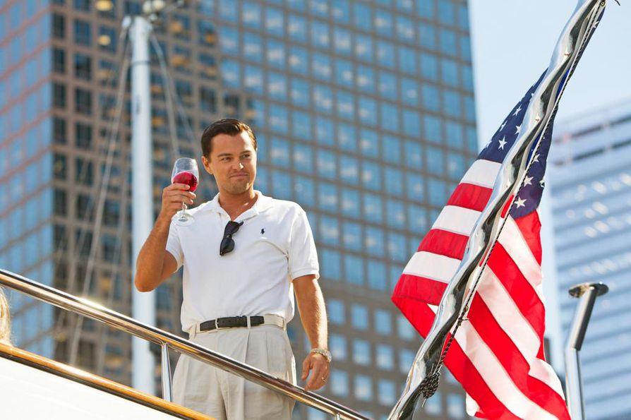 Satiirinen elokuva newyorkilaisen pörssimeklarin Jordan Belfortin (Leonardo DiCaprio) rikastumisesta ja rahamaailman rikoksista.