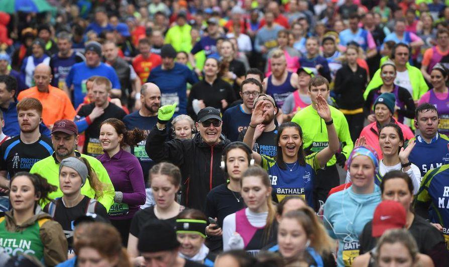 Isossa joukossa juoksemisen riemua ei nähdä vielä aikoihin. Maaliskuun 15. päivänä järjestetty Bathin puolimaraton Britanniassa oli yksi viimeisiä massajuoksutapahtumia ennen koronakieltoa.