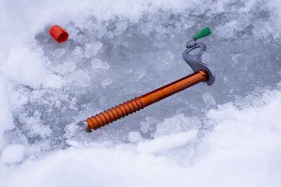 """""""Jokaisella suomalaisella on tarina jäästä"""" – Jää on kallis ympäristö virheille: vesi- ja jääturvallisuuskouluttaja Mark Hirst tietää, että tuttu paikka voi olla vaarallisin"""
