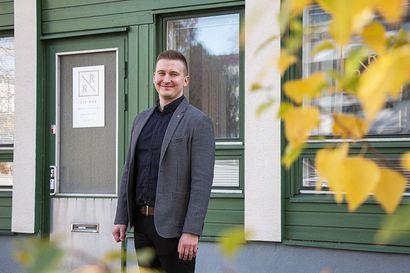 """Rauno Rahkonen vaihtoi vasaran varresta kiinteistönvälityksen asiantuntijaksi – """"Jos et voi tehdä asiaa toisin, tee se paremmin"""""""