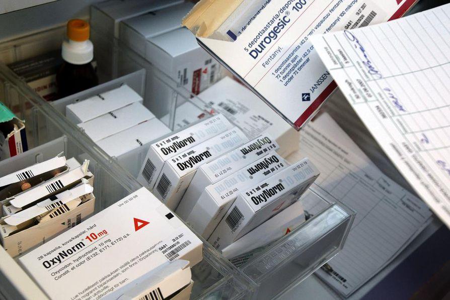 Peräti 7000 lääkäriä saa Kelalta muistutuskirjeen vahvojen kipulääkkeiden määräämisestä.