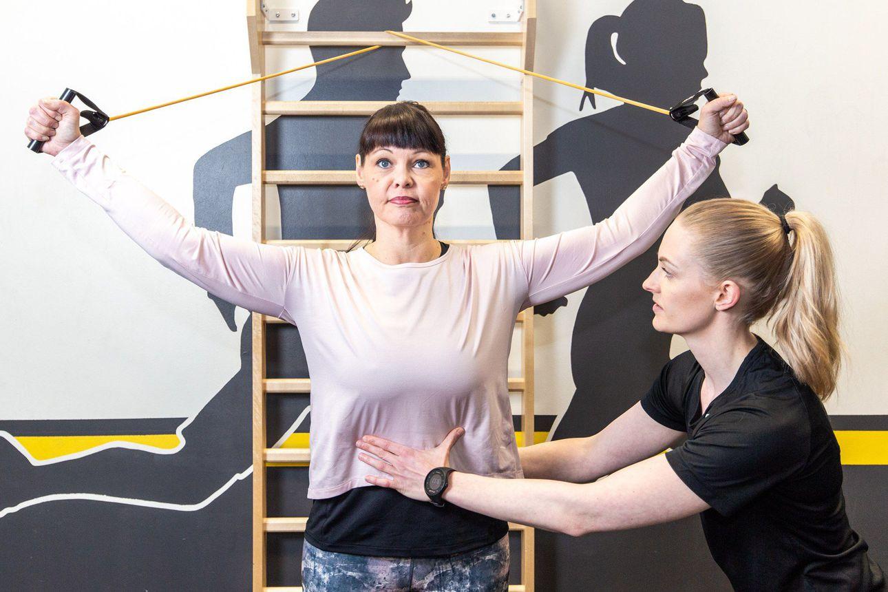 """Miten työkuormitus vaikuttaa tuki- ja liikuntaelimistöön? """"Työfysioterapeutti voi ohjata turvalliseen työskentelyyn"""""""