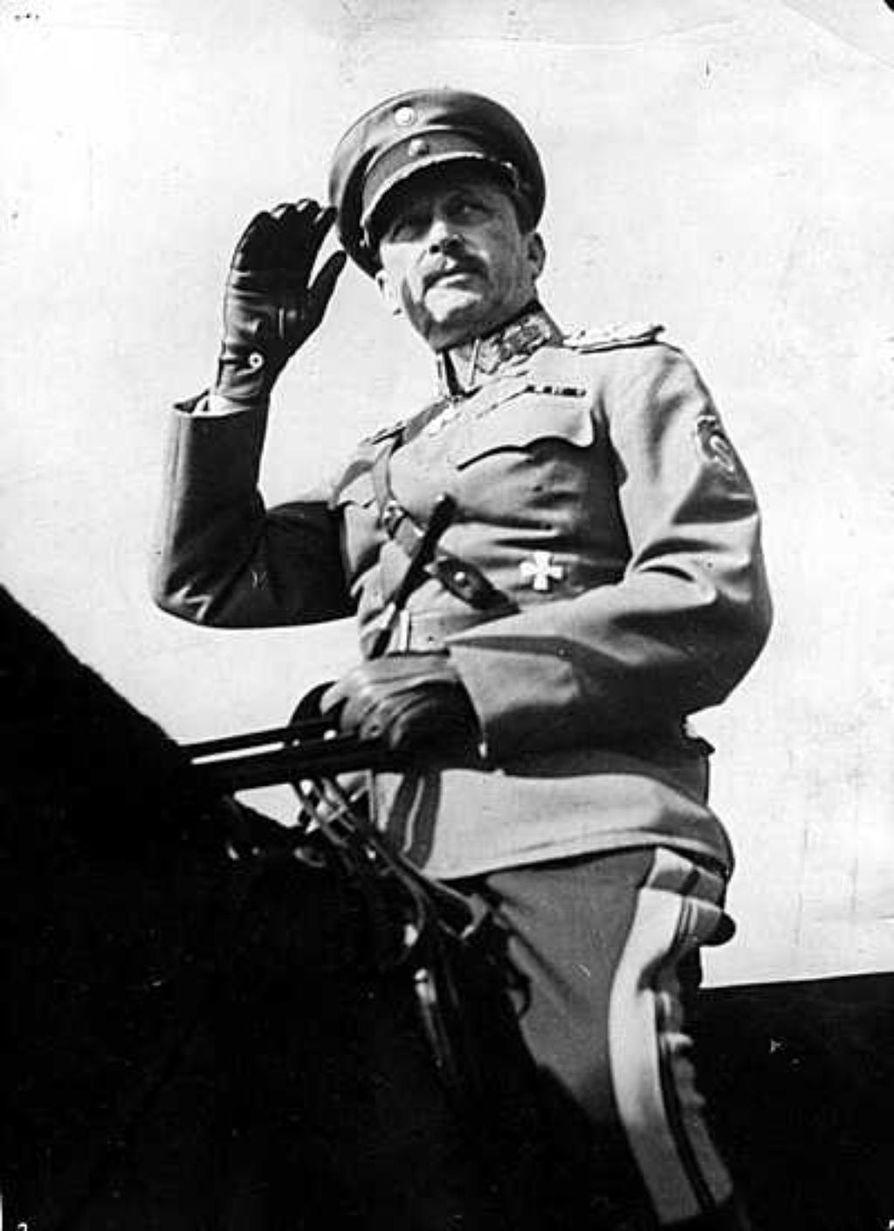 Itä-Karjalan venäläinen väestö siirrettiin syksyllä 1941 keskitysleireille ylipäällikkö Mannerheimin käskystä. Kuvassa Mannerheim tarkastamassa joukkoja Karjalassa -39.