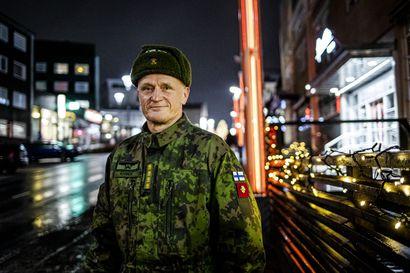 """Poikkeusajasta ei jää kolhua maanpuolustuskykyyn, sanoo Puolustusvoimain komentaja Timo Kivinen – """"Koronaepidemia ratkaistaan kentällä"""""""