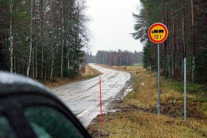Sarakylän-Kouvan tielle on asetettu painorajoitus – tien huono kunto harmittaa kyläläisiä
