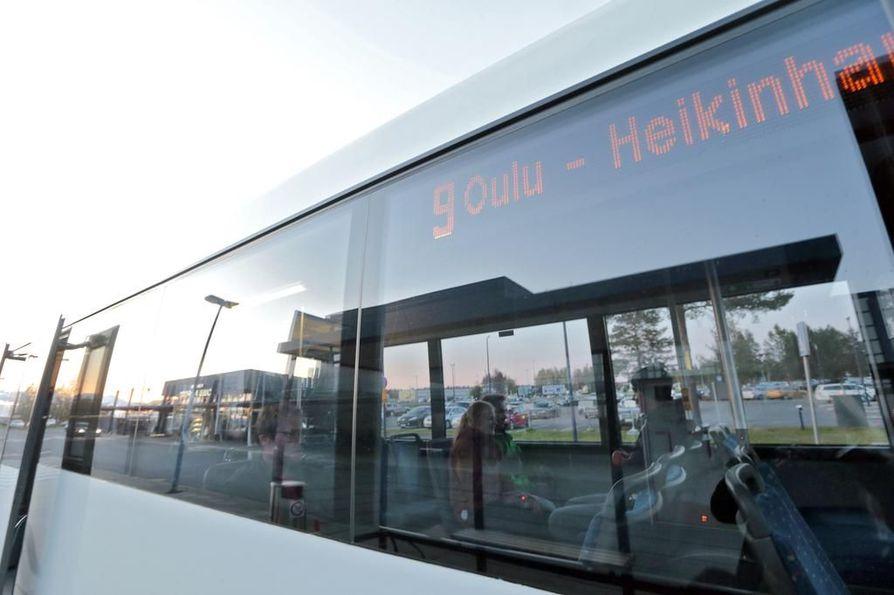 Oulussa joukkoliikenteen vuoroista ajetaan noin 90 prosenttia.