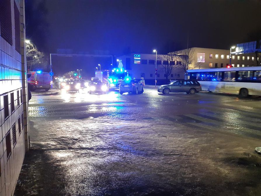 Onnettomuus sattui Saaristonkadun ja Uudenkadun risteyksessä.