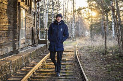 """Yhden miehen toimisto – Juho Meriläinen, 32, on elänyt AC Oulun mukana koko seuran historian ajan: """"Haluan olla oma itseni"""""""