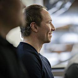 """Jussi Jokinen sulki kirjan kannet lopullisesti ja jätti jäähyväiset: """"Minulle tärkeintä oli, että pääsin yleisölle kertomaan kuinka paljon heidän tukensa on minulle merkinnyt"""""""