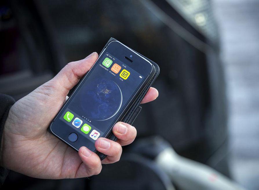 Lataus pitää käynnistää mobiiliohjelmalla, joka riippuu latauspaikasta. Jokaiseen on omansa.