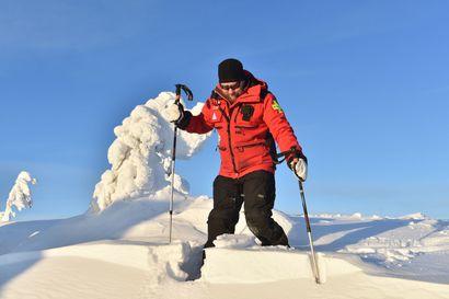 """""""Kun pysyy merkityillä reiteillä, niin ei pitäisi joutua pulaan"""" - Omia polkuja tallaavan lumikenkäilijän riskeinä putoaminen ja jopa lumivyöry"""