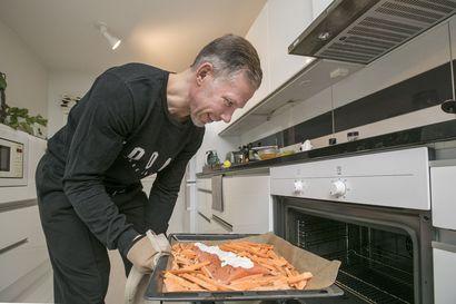 Jääkiekkoilijoilla on nyt aikaa kokata, kun pelit ovat ohi poikkeuskevään vuoksi – Kärppä-valmentaja esittelee suosikkireseptinsä, jossa ei tingitä terveellisyydestä
