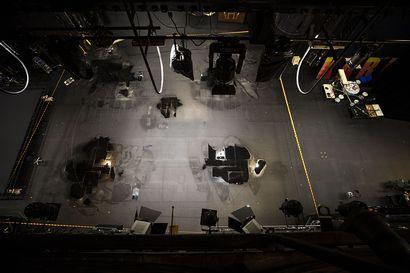 """Ahti-myrsky riuhtaisi Oulun teatterin kattoa – toimitusjohtaja Moilanen: """"Tänään arvioidaan tuhojen laajuutta"""""""