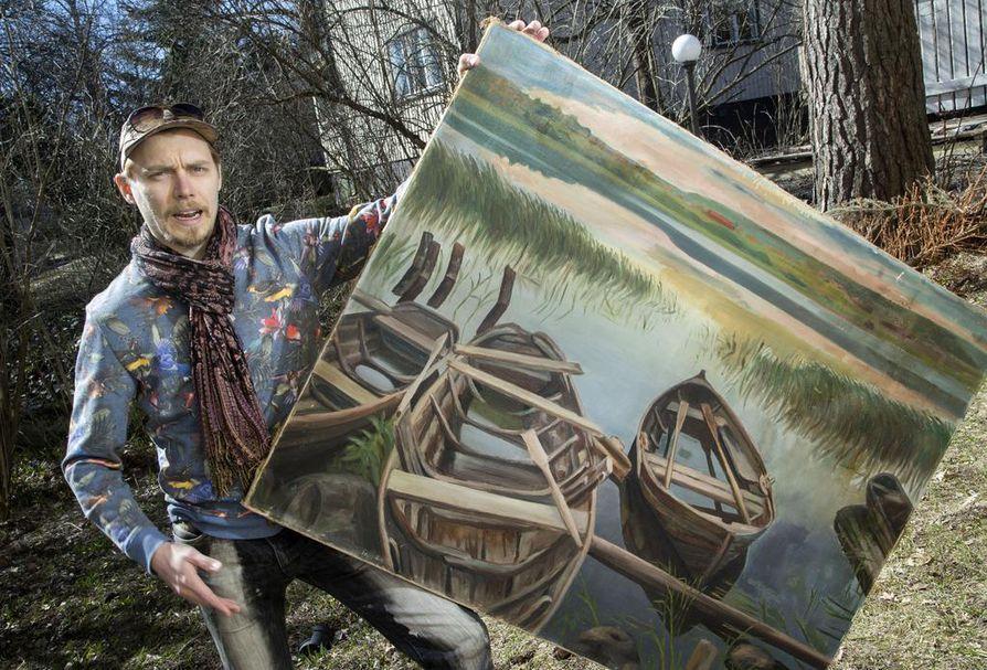 Lokki-näytelmän tapahtumat sijoittuvat järvenrantamaisemaan. Lavasteena on maalaus, joka on jäljennös Hjalmar Munsterhjelmin teoksesta, Eero Ojala esittelee yllään housut, joita hän käytti Jakovin roolissa Oulun kaupunginteatterissa vuonna 2006. Samoilla farkuilla on soitettu ja voitettu myös Ilmakitaran SM vuonna 2010.