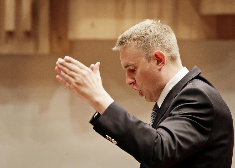 Pohjan Laulun mieskuoroa johtaa Mihkel Koldits. Arkistokuva.