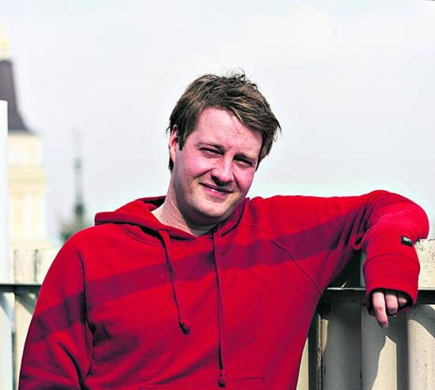 Kustantaja Jaakko Hiltunen valmistui äsken yliopistosta. Samalla hän päätti työllistyä ympäristöön ja luonnontieteisiin keskittyvässä kirjankustantamossa.