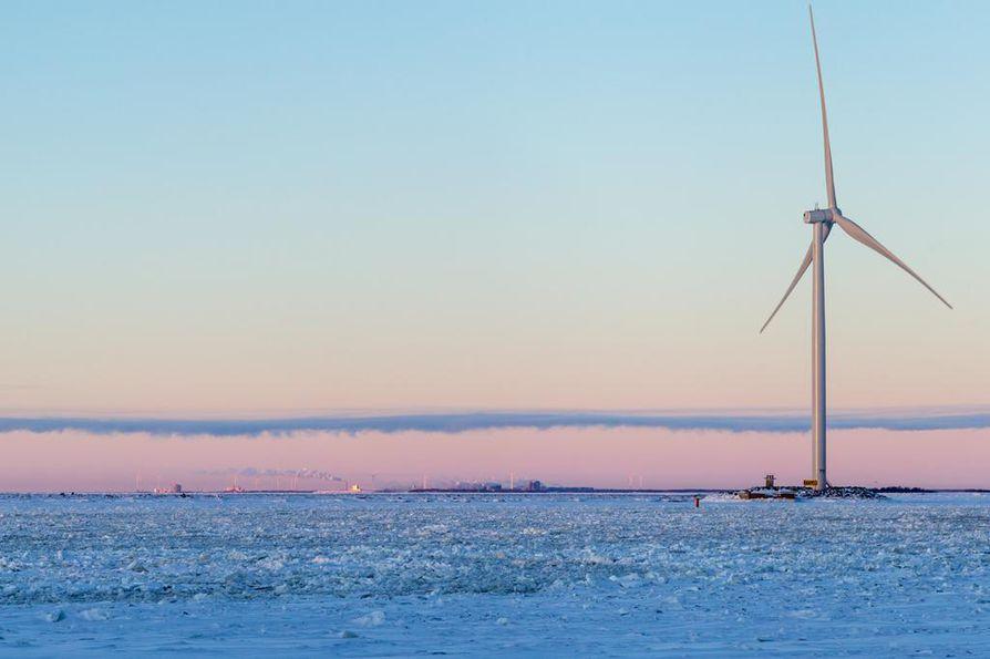 Kemin Ajoksesta otetussa kuvassa siintää Suomen suurin sähkönkäyttäjä, eli Outokummun terästehtaat Torniossa. Kaidi suunnittelee kuvauspaikan viereen miljardin euron biojalostamoa.