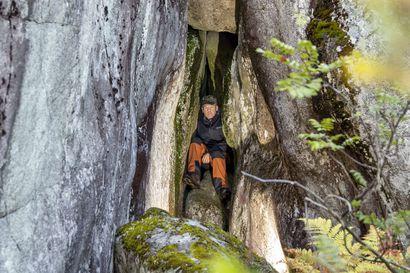 Pentti Korpela esittelee retkioppaassaan 60 Etelä-Lapin luolaa – tutustuimme niistä kolmeen ja Korpelaan Penikoiden jylhillä rinteillä
