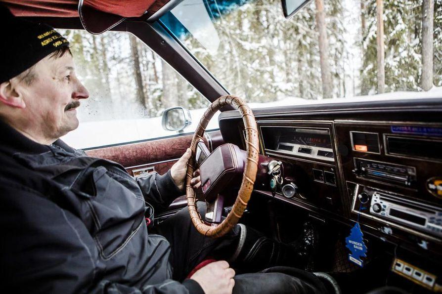"""Asko Kallojärvi muistaa, mitä muuan taksimies lohkaisi hänen ostettua Oldsmobilen: """"Nyt tuli Kalloonkin kunnon auto!"""""""