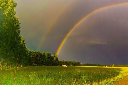 Limingan lakeudella ja Oulujoella  hehkui kaksoissateenkaari - lähetä kuvia taivaanrannan maalarin töistä
