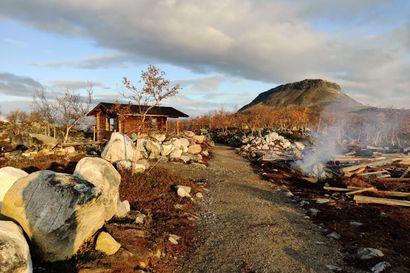Upouudet retkeilyrakennukset poltettiin Kilpisjärven Tsahkaljärvellä, satojen tuntien talkootyö katosi savuna ilmaan