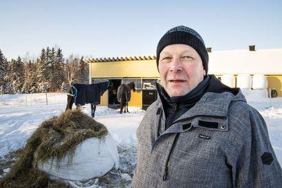 Petri Salmela ostaa joka vuosi lentolippuja yli 100 000 kruunulla, jotta voi tehdä unelmiensa työtä –  viikon paras hetki koittaa silti perjantai-iltana