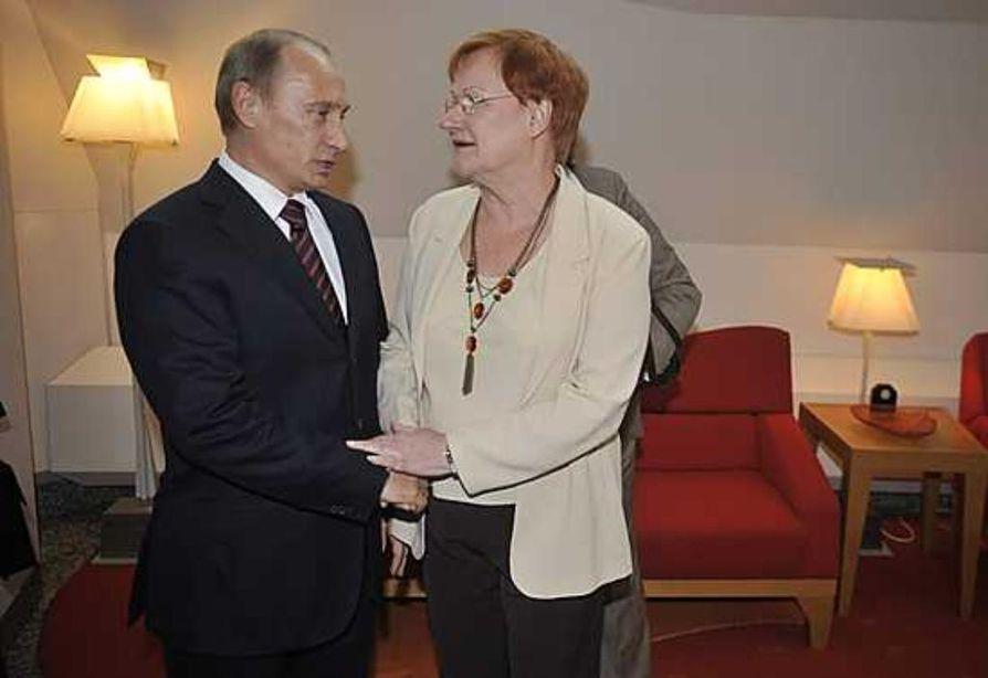 Vladimir Putin ja Tarja Halonen tapasivat keskiviikkona Mäntyniemessä.