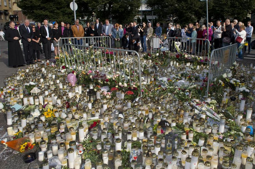 Esitutkinta Turun joukkopuukotuksesta on loppusuoralla. Poliisi pitää kiinni näkemyksestä, että kyse oli terroristisista teoista. Epäilty on myöntänyt murhat ja niiden yritykset, mutta kiistänyt niiden olleen terroristisessa tarkoituksessa tehtyjä.