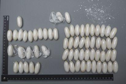 Tulli nappaa huumeita nielleen kuriirin kiinni lähes kuukausittain – poliisi pelkää hengenvaarallisen kuljetustavan yleistyvän myös suomalaisilla