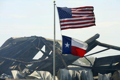 Kemikaalitehtaan räjähdyksissä ja tulipalossa Texasissa on evakuoitu 60000 asukasta