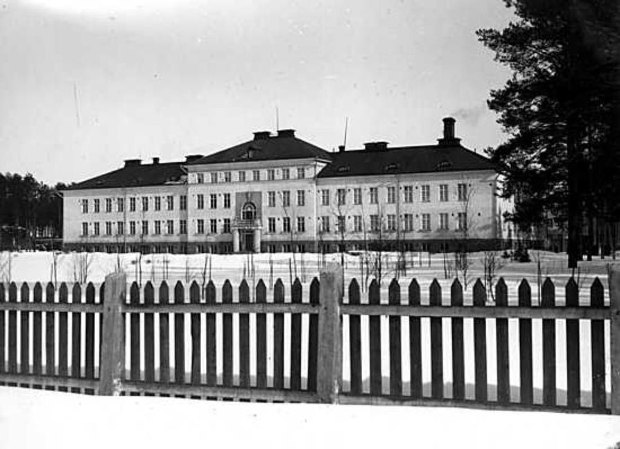 Peltolan alue syntyi piirimielisairaalan edustalle.