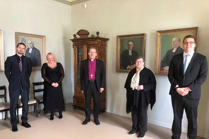 Piispa vihkii neljä uutta pappia Oulun hiippakuntaan, yksi Rovaniemen seurakuntaan